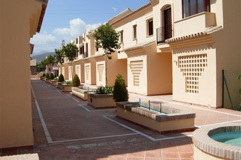 3 slaapkamers Herenhuis te koop in Nueva Andalucia
