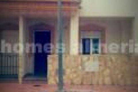 3 dormitorios Casa adosada en venta en Lubrin