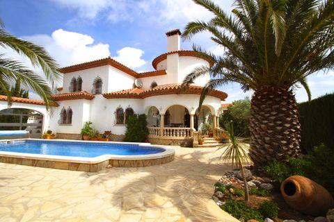 4 bedrooms Villa for sale in Miami-Platja