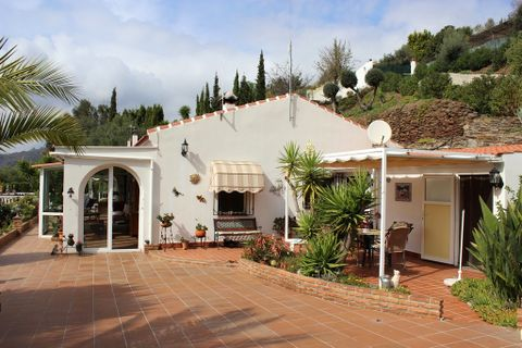 3 bedrooms Country house for sale in Sayalonga