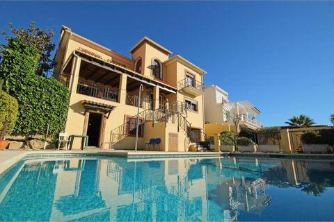 5 bedrooms Villa for sale in Estepona