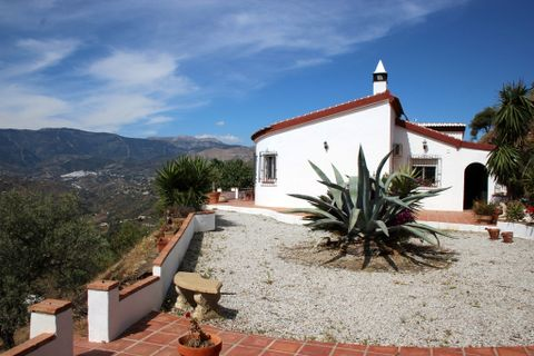 2 bedrooms Country house to rent in Sayalonga