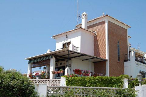 4 dormitorios Casa adosada para alquilar en Nerja