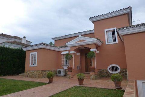 5 sovrum Villa till salu i Nueva Andalucia