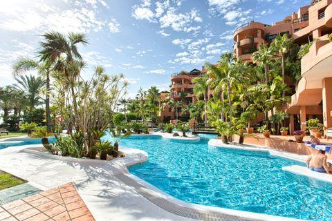 2 bedroom Apartment for sale in Estepona