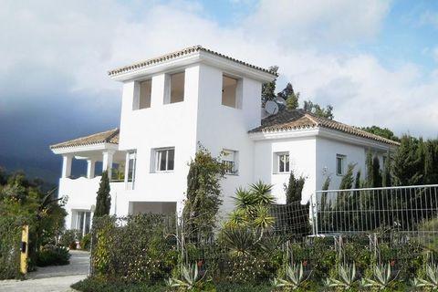5 chambres Maison à vendre dans Estepona
