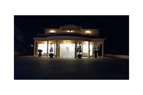 3 dormitorios Villa en venta en Quarteira