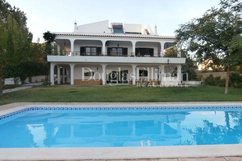 6 sovrum Villa till salu i Alvor