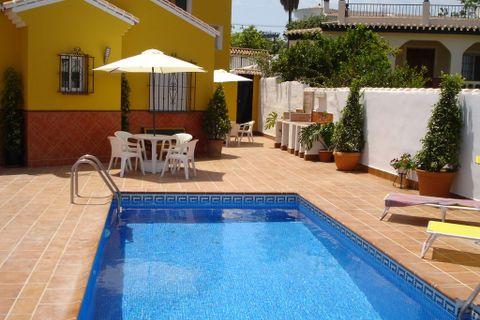2 dormitorios Villa para alquilar en Nerja