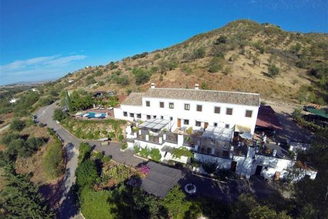 8 bedrooms Commercial property for sale in Guaro (Coin)