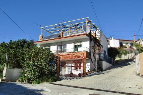 7 habitaciones Casa adosada en venta en Benamargosa