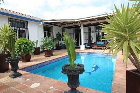 4 habitaciones Casa de campo en venta en Estepona