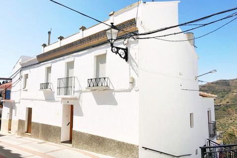 6 bedrooms Town house for sale in Canillas De Albaida
