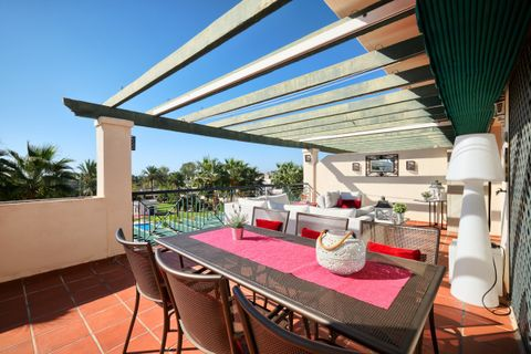 2 bedrooms Penthouse for sale in Nueva Andalucia