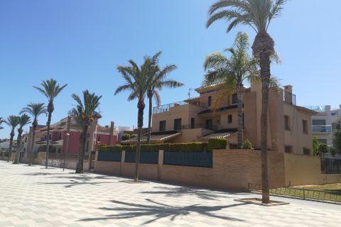 4 bedrooms Villa to rent in Los Alcazares