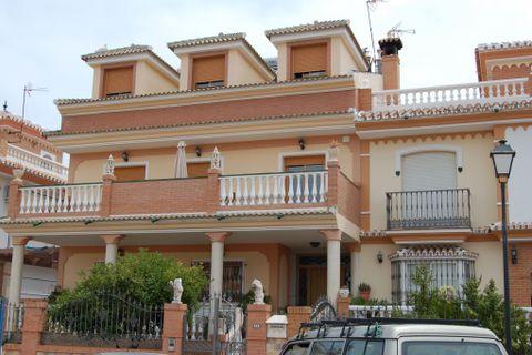 3 bedrooms Apartment to rent in Torrox
