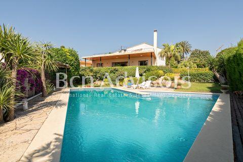 4 soverom Villa til salgs i Alella