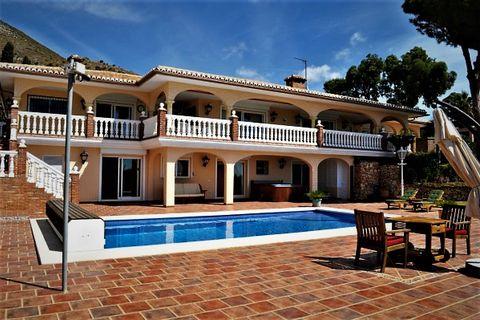 6 slaapkamers Villa te koop in Benalmadena