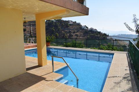 5 dormitorios Villa para alquilar en Almuñécar