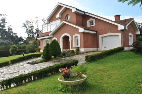 5 bedrooms Villa for sale in Noja