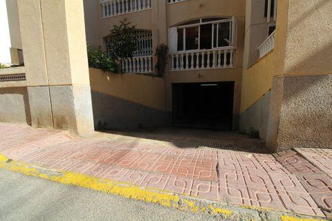 0 camere da letto Garage in vendita in Torrevieja
